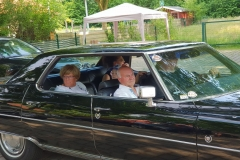 Begeisterte Mitfahrer kommen von ihrer Fahrt zurück