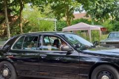 Kinder kratzten ihr Taschengeld für eine Fahrt in einem FBI Auto zusammen